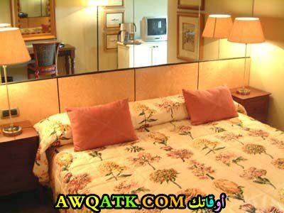 غرفة نوم باللون البرتقالي شيك جداً