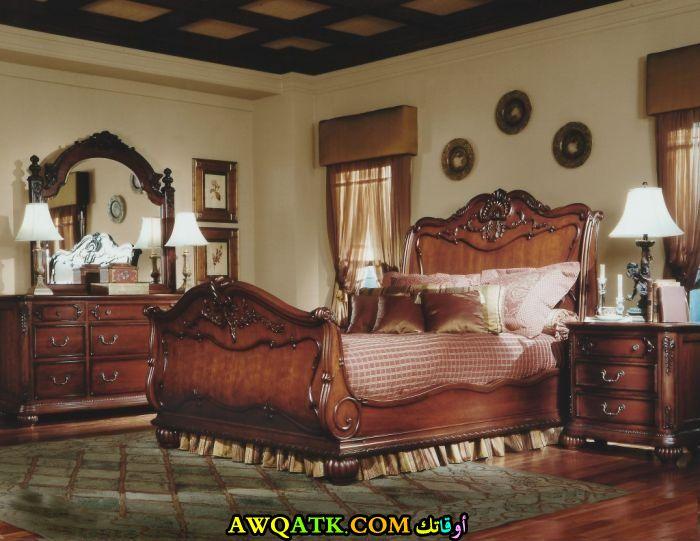 غرفة نوم باللون البني رائعة