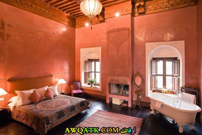 غرفة نوم مغربية باللون البرتقالي