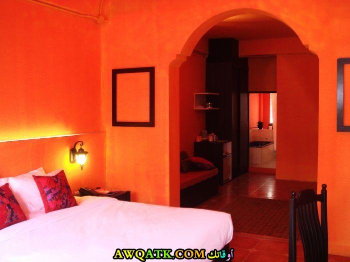 غرفة نوم برتقالية شيك