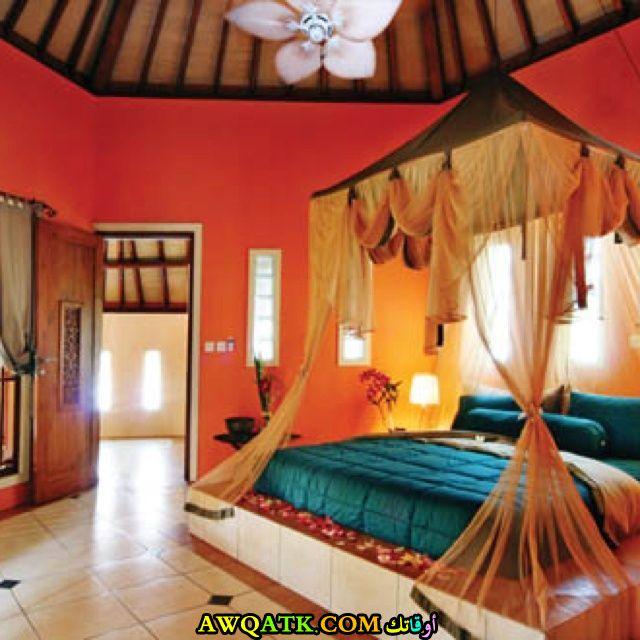 غرفة نوم رائعة وشيك باللون البرتقالي