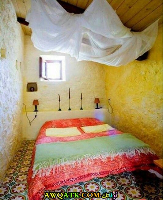 غرفة نوم باللون الأصفر جميلة