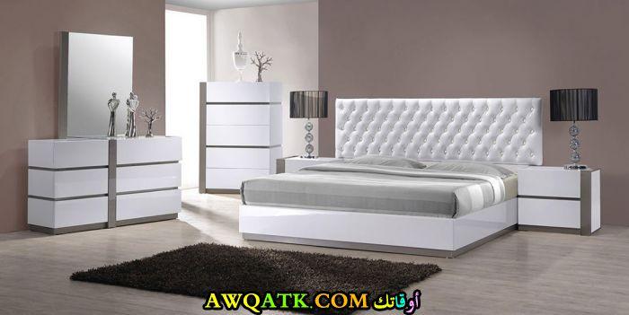 غرفة نوم مودرن كاملة باللون الأبيض
