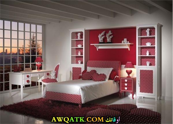 غرفة نوم كاملة باللون الأحمر