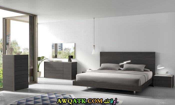 غرفة نوم رمادية مودرن كاملة