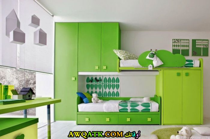 غرفة نوم ثنائية باللون الأخضر