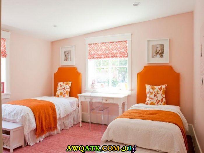 غرفة نوم برتقالية ثنائية