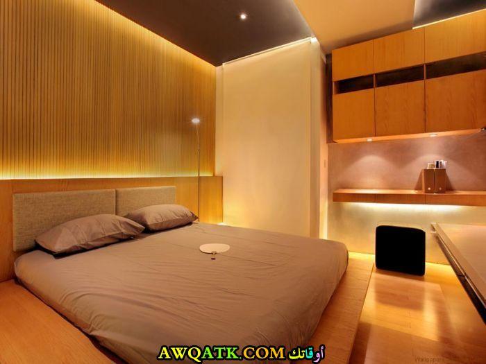 غرفة نوم باللون البرتقالي جميلة وجديدة
