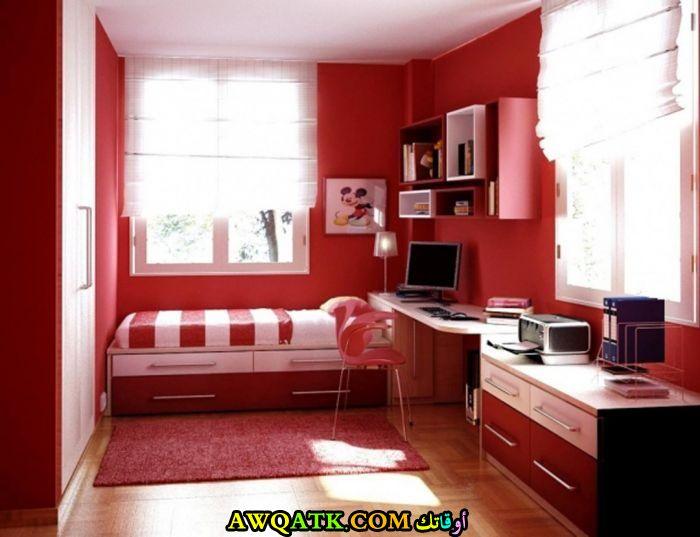 غرفة نوم ثلاثية الابعاد باللون الأحمر