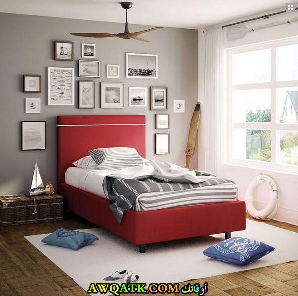 غرفة نوم باللون الأحمر روعة