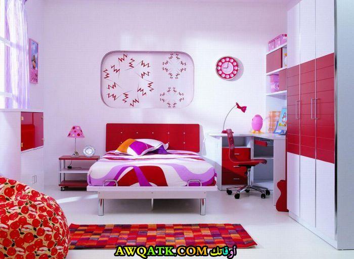 غرفة نوم روعة باللون الأحمر