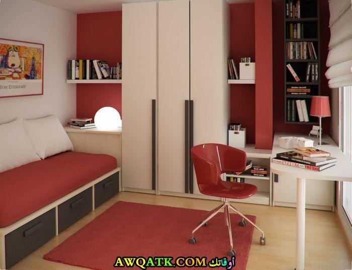 غرفة نوم رائعة وجميلة باللون الأحمر