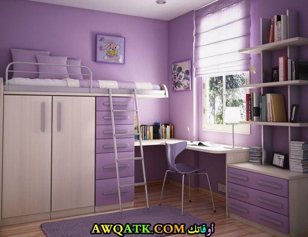 غرفة نوم صغيرة الحجم للأطفال باللون الموف