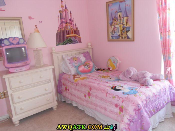 غرفة نوم صغيرة الحجم للبنات جميلة ورائعة