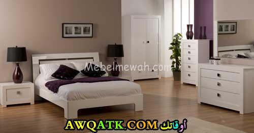 غرفة نوم للعرسان باللون الأبيض في منتهي الروعة