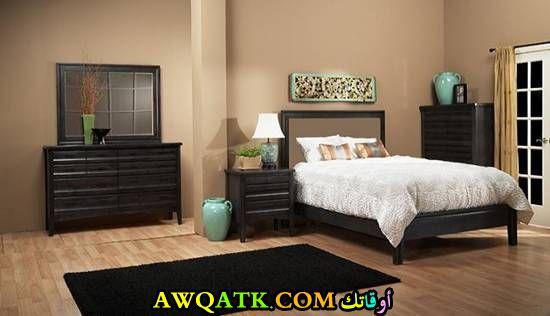 غرفة نوم صغيرة الحجم للعرسان