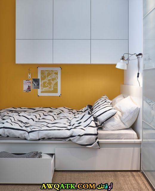 غرفة نوم صغيرة الحجم من أيكيا باللون الأبيض
