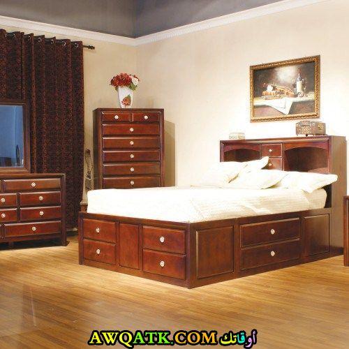 غرفة نوم أيكيا بنية اللون
