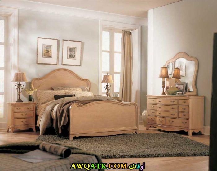 غرفة نوم علي طراز قديم جميلة جداً