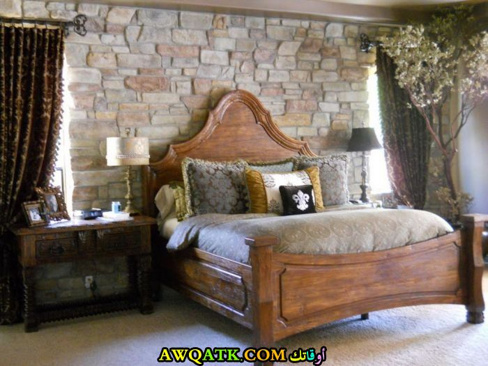 غرفة نوم خشبية علي طراز قديم
