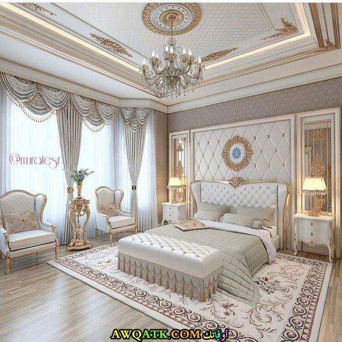 غرفة نوم فخمة باللون الأبيض