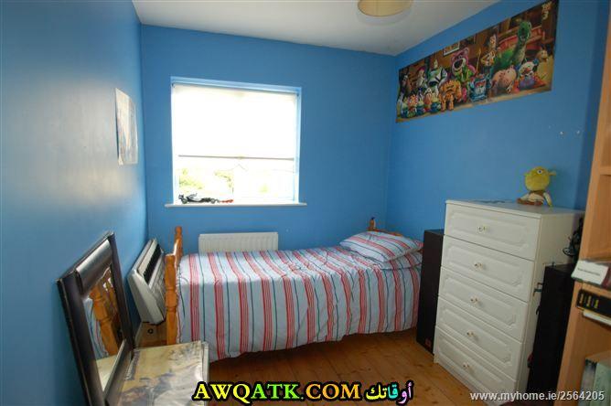 غرفة نوم بسيطة جداً