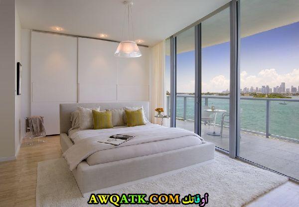 غرفة نوم شيك باللون الأبيض