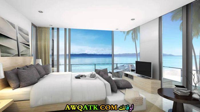 غرفة نوم باللون الرمادي مطلة علي البحر 2017