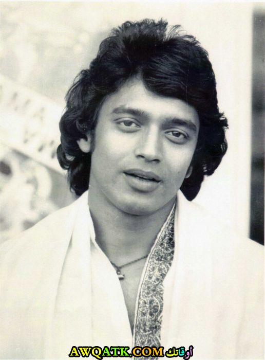 صورة قديمة ورائعة للنجم الهندي ميثون شاكربورتى