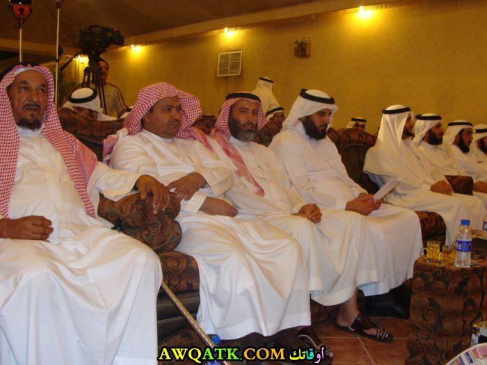 صورة قديمة ورائعة للنجم السعودي إبراهيم العنيزان