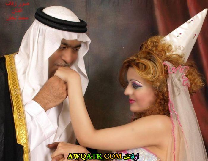 صورة عائلية للفنان السعودي محمد بخش مع حبيبته