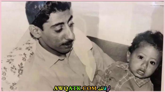 صورة نادرة للفنان ناصر القصبي وهو صغير مع والده