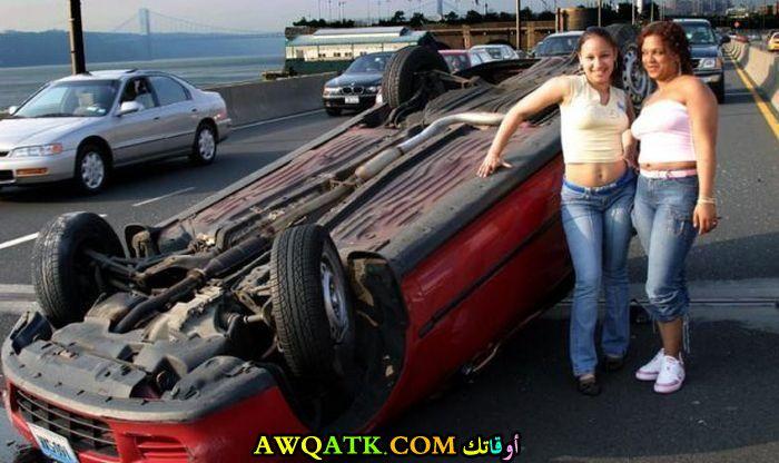 يلتقطون صورة مع حادث