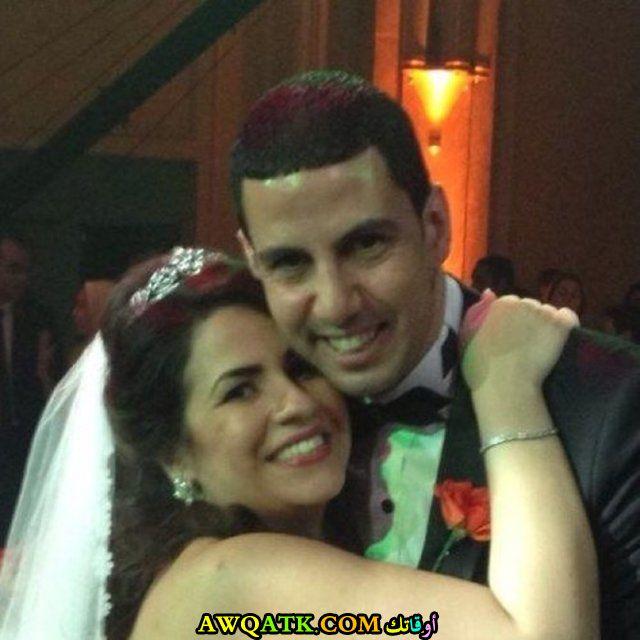 صورة الفنانة المصرية إنجي وجدان وزوجها