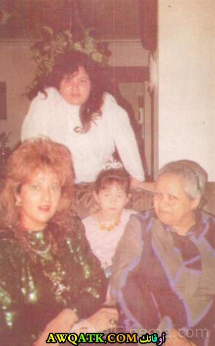 صورة الفنانة المصرية بوسي صورة جميلة وروعة مع بناتها و والدتها