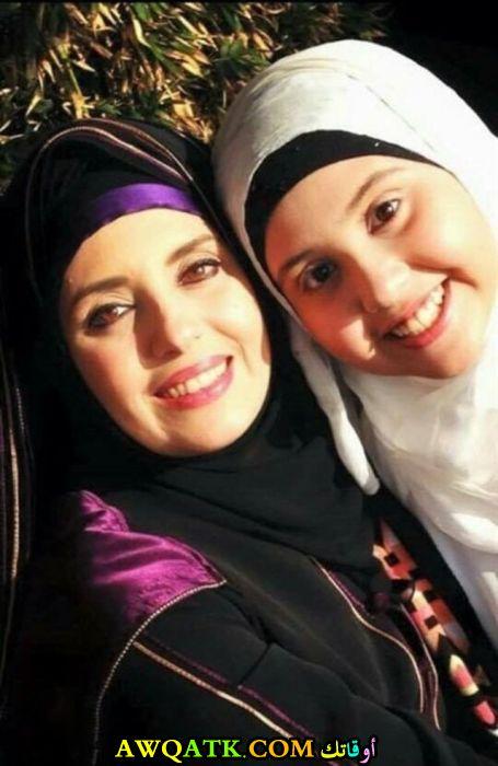 صورة جديدة للنجمة المصرية جيهان نصر مع بنتها