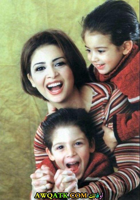 أجمل صورة للفنانة حنان ترك مع اولادها
