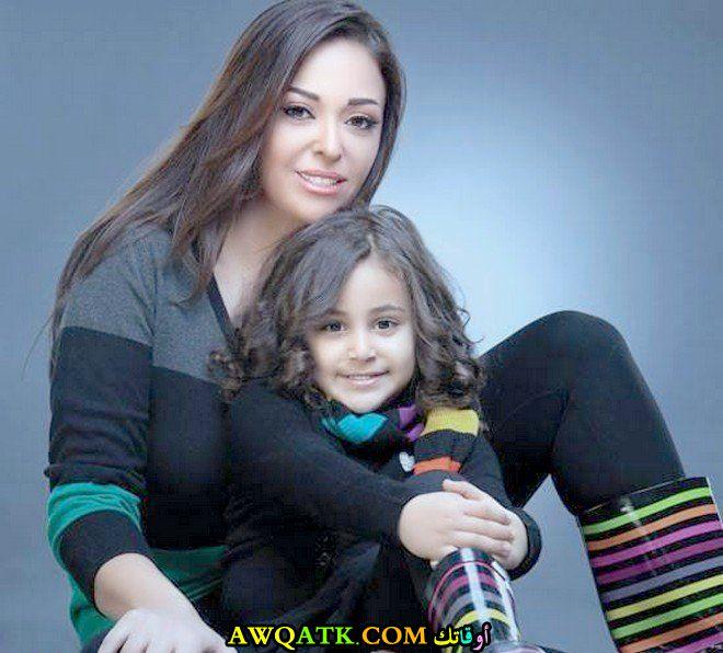 أحلى صورة للفنانة الجميلة داليا البحيري مع بنتها