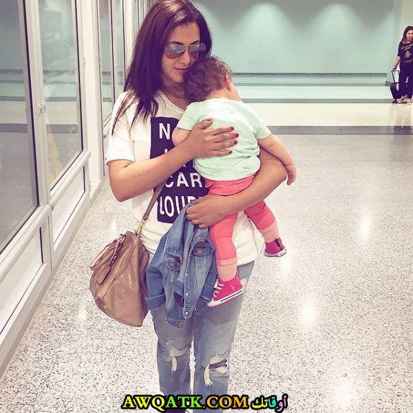 صورة للفنانة دنيا سمير غانم مع بنتها