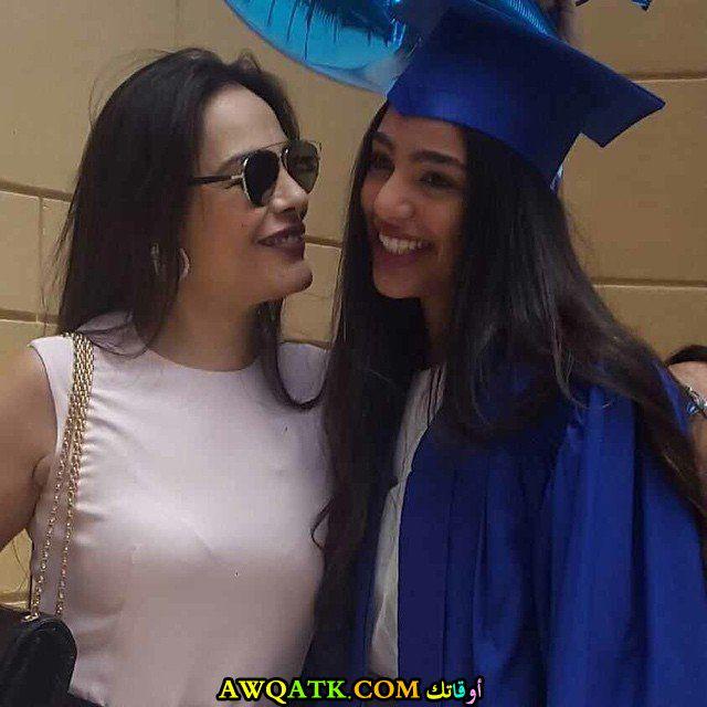 صورة للفنانة شريهان مع بنتها