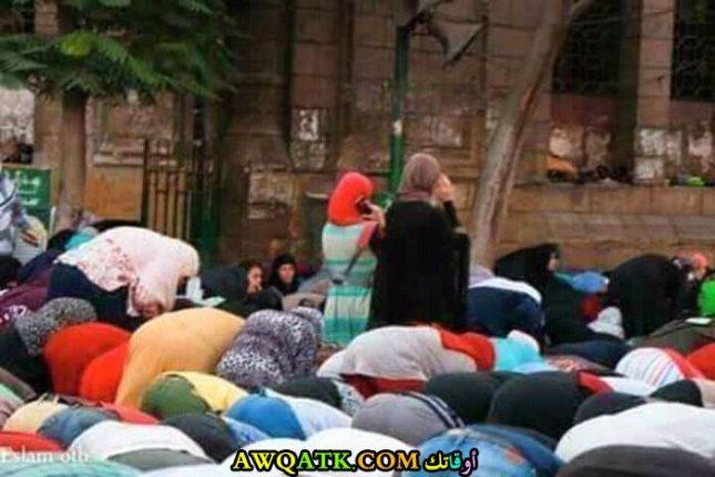 يتحدثون في الموبايل أثناء الصلاة