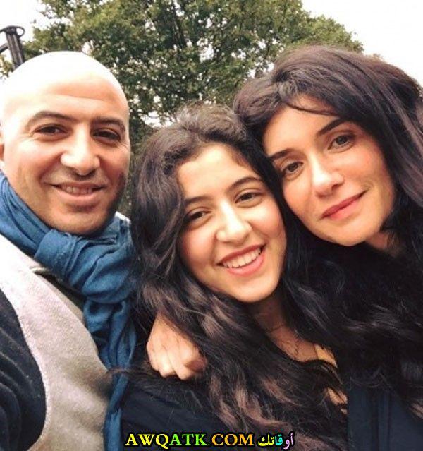 صورة روعة للفنانة غادة عادل مع زوجها و بنتها