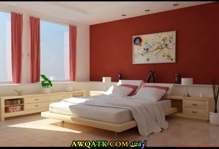 غرفة نوم مودرن باللون الأحمر والبيج