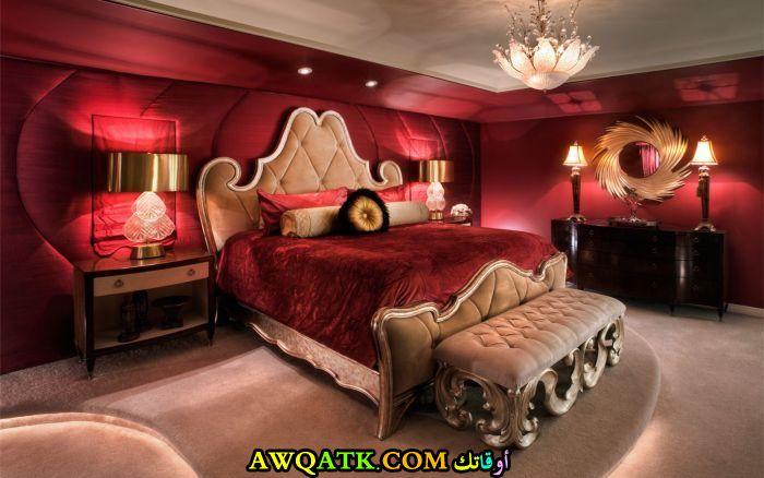غرفة نوم أحمر في بيج جميلة