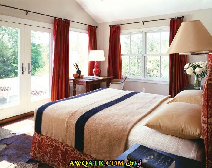 غرفة نوم أحمر في بيج رائعة
