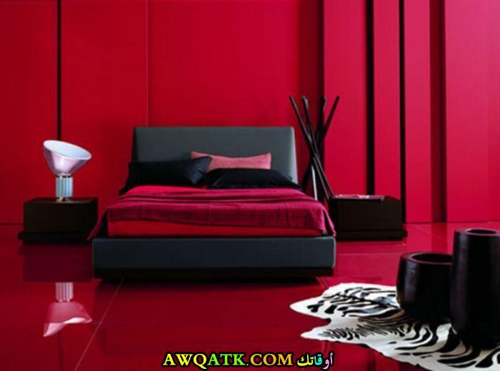 غرفة نوم باللون الأسود الأحمر جميلة