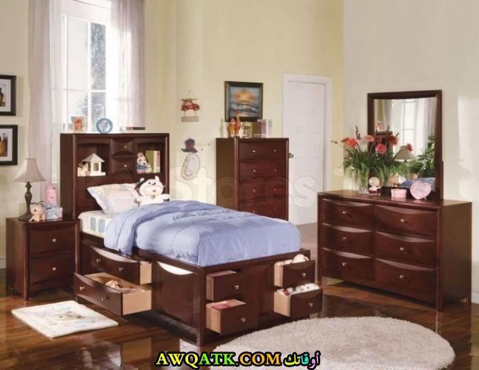 غرفة نوم أطفال بنية