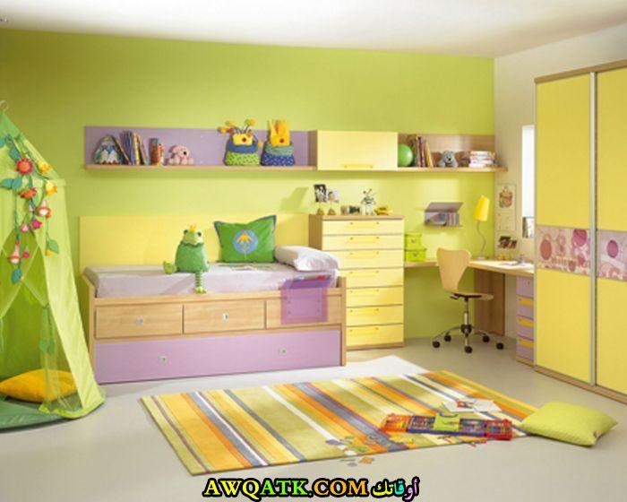 غرفة نوم شيك وجديدة باللون الأصفر