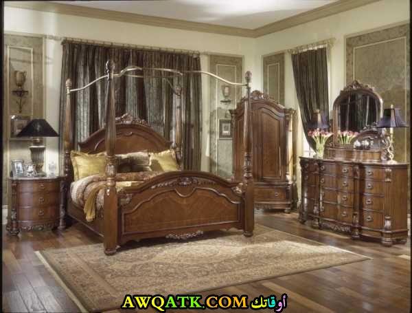 غرفة نوم أنتيك باللون البني