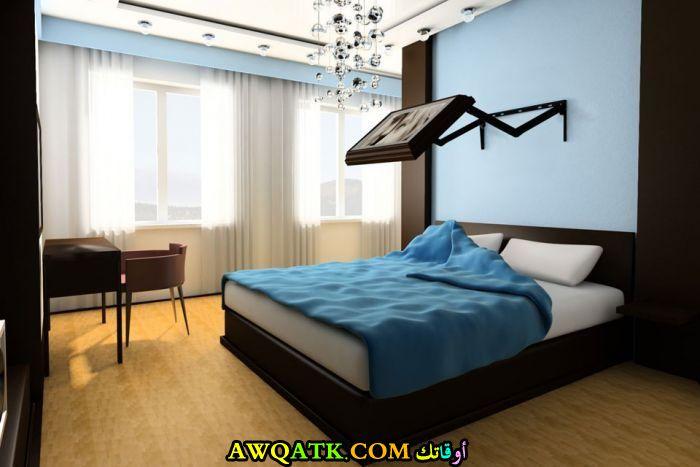 غرفة نوم بشاشة بلازما رائعة
